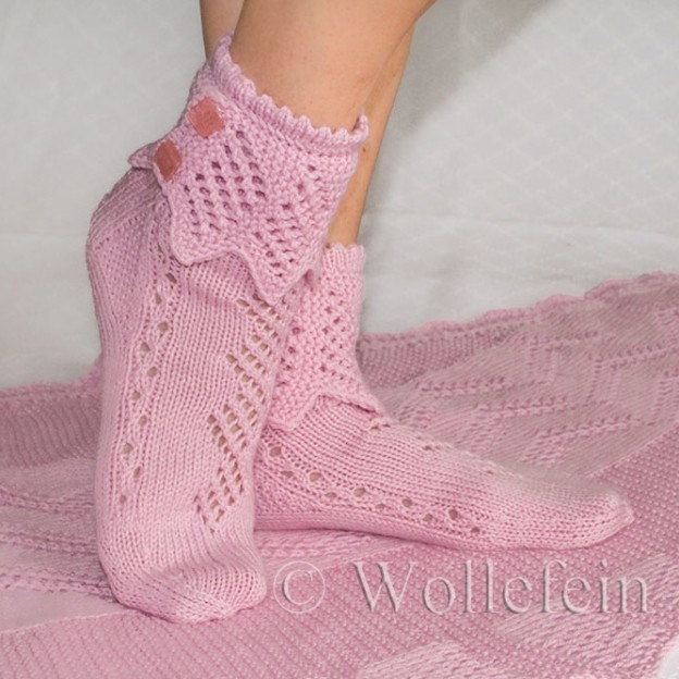 Strickanleitung Socken Rosenquarz mit Lacebordüre